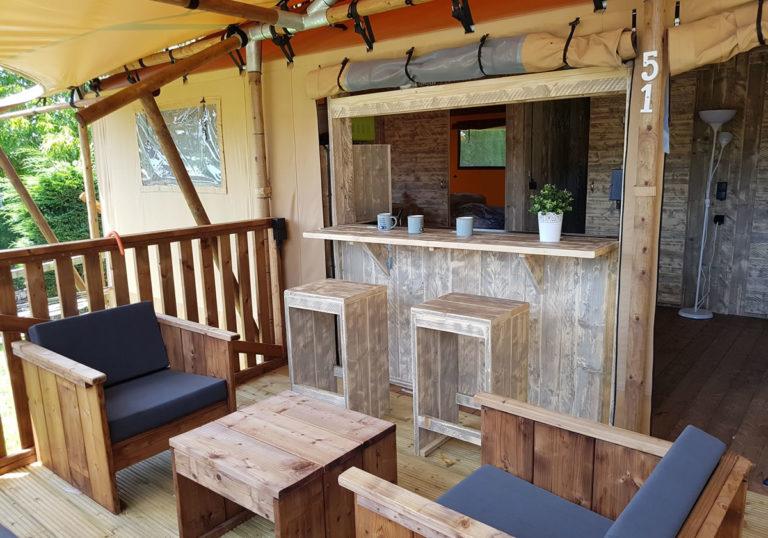 Terraza en tienda safari