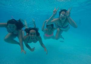 Buceando piscina Camping Ribadesella